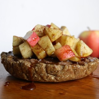 Raw Apple and Cinnamon Cheesecake