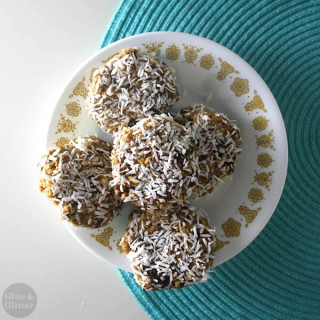 Raw Raisin Cookies